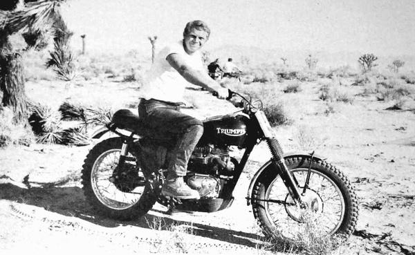 McQeen és a Triumph TR6 a kaliforniai sivatagban