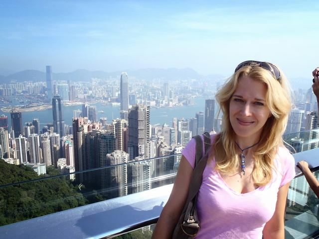 Wolf Kati anya és feleség Hongkongban