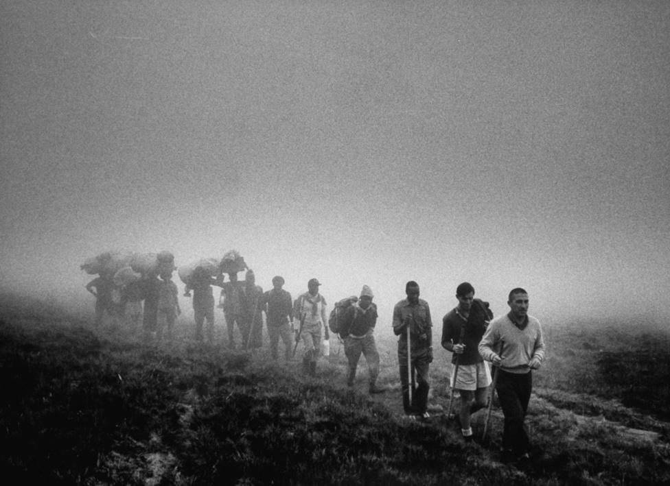 Stewart L. Udall, Kennedy elnök belügyminisztere egész életében kereste a fizikai kihívásokat. Kosárlabdázott, és imádott hegyet mászni, 1963-ben megmászta az afrikai Kilimandzsárót is. 84 éves korában az utolsó kajaktúrája után még tíz órát túrázott, majd egy pohár martinival ünnepelt.