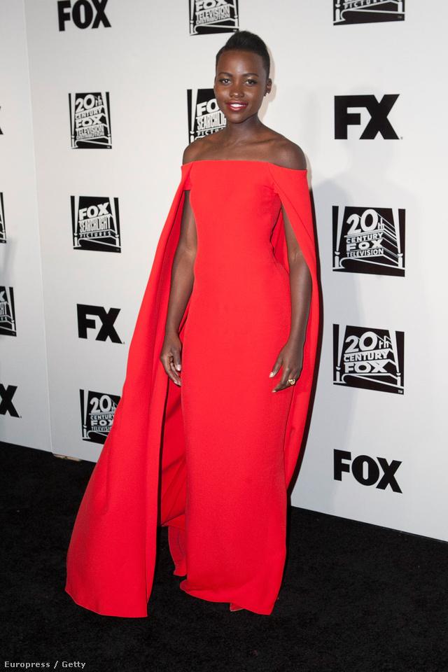 A színésznő a Golden Globe-díjátadón jelent meg a Ralph Lauren ruhában.