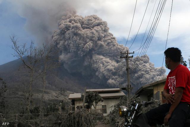 A napokban aktivizálódott Sinabung, Indonéziában