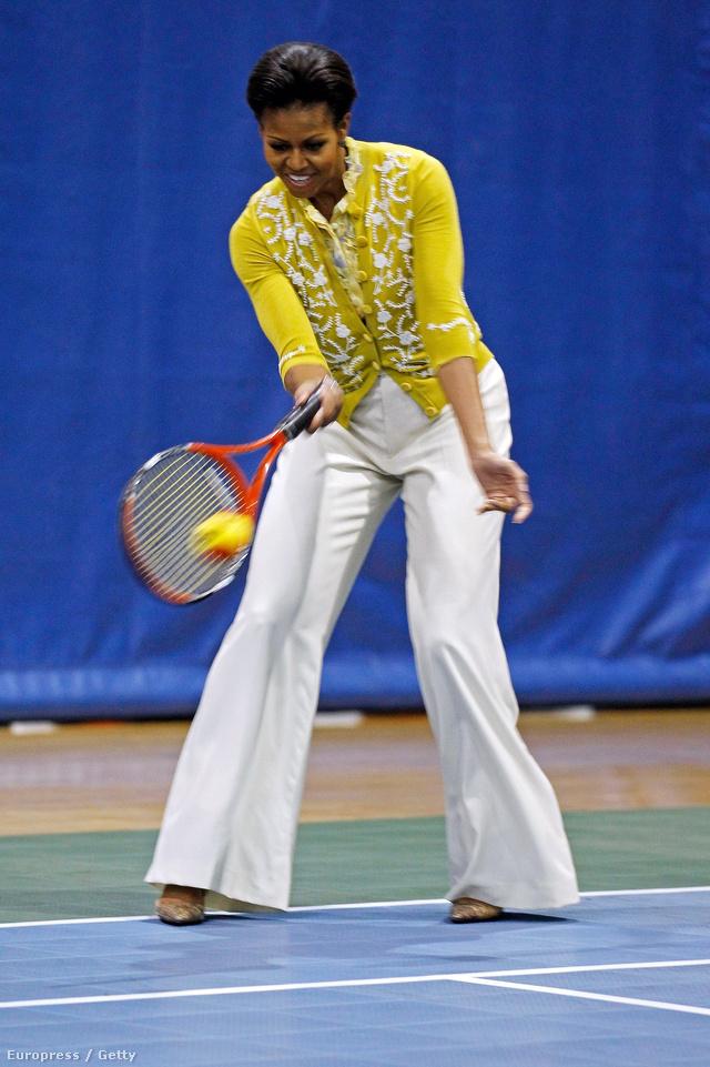 Teniszezés csinosban.