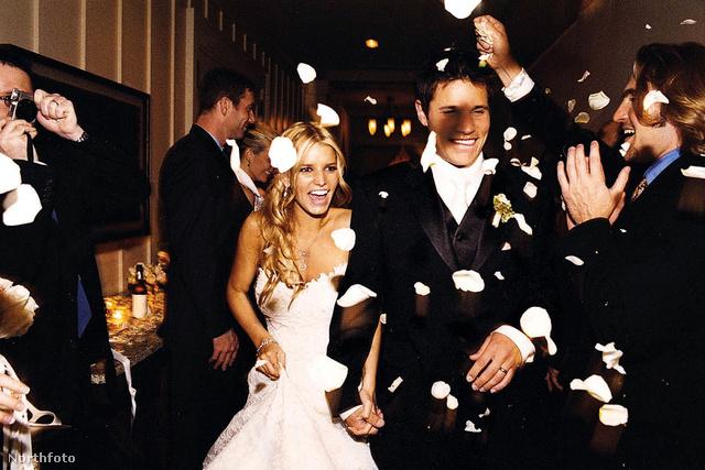 Jessica Simpson 22 éves volt, amikor 2002-ben hozzáment Nick Lachey énekeshez, aki akkor 28 éves volt. A házasság három évig tartott
