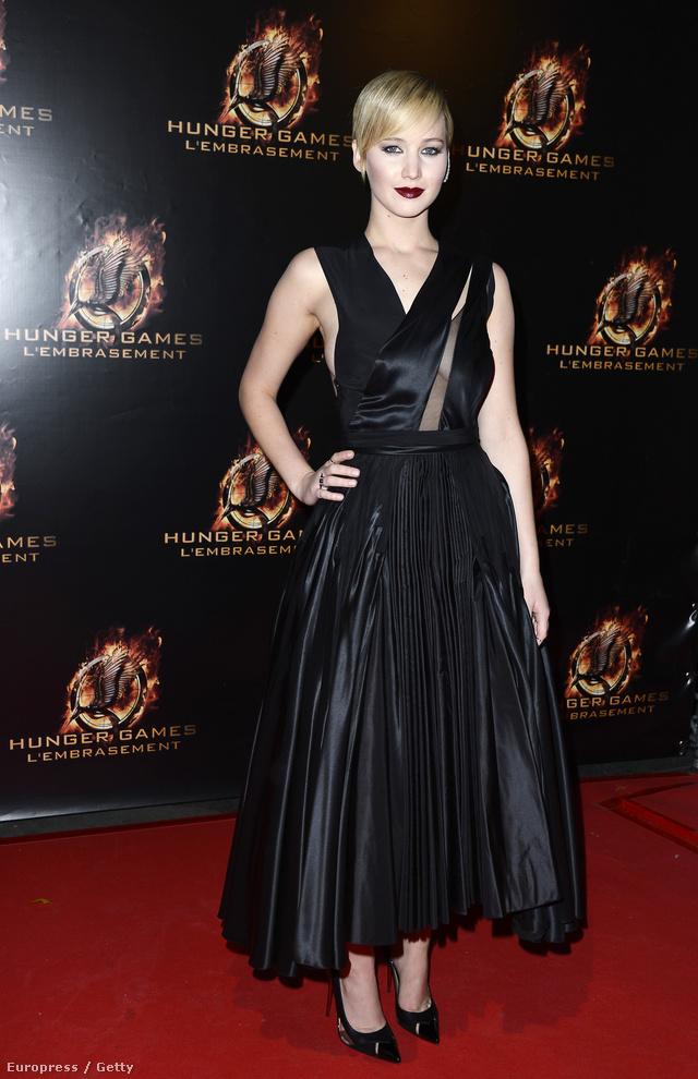 Jennifer Lawrence az Az éhezők viadala: Futótűz című film premierjén sütötte el a gót stílust.