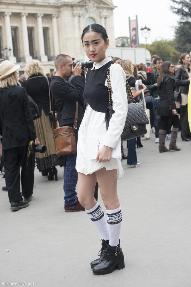 A zoknit divat lesz szandállal is hordani a tavaszi-nyári szezonban. Legalábbis a Chanel, a Miu Miu és a Saint Laurent szerint biztosan.