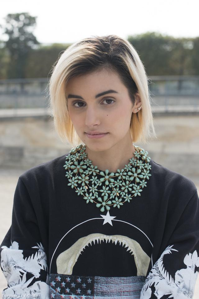 Bármilyen ruháról elvonja a figyelmet egy jól megválasztott figyelemfelkeltő nyaklánc.