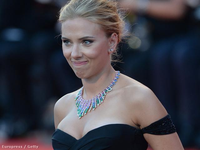 Scarlett Johansson a Velencei Filmfesztiválon nem figyelt az arckifejezésére