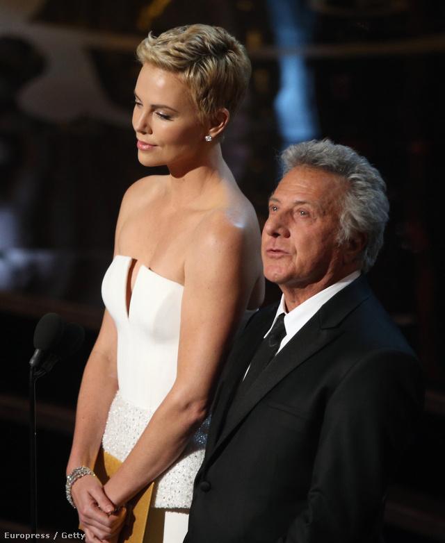 Dustin Hoffman és Charlize Theron