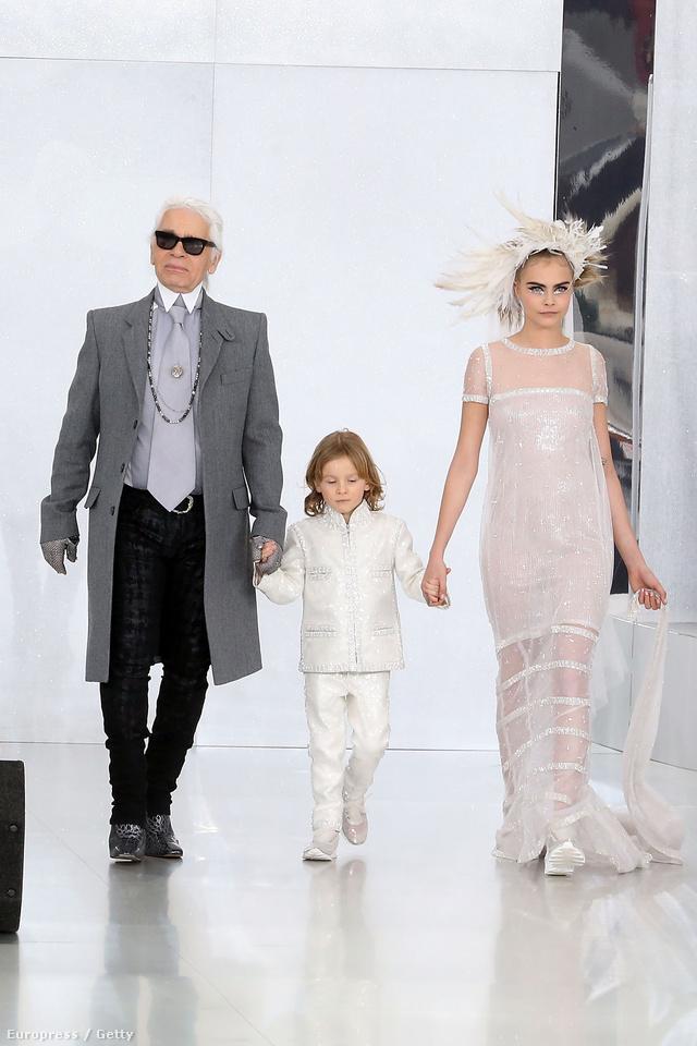Karl Lagerfeld, 5 éves keresztfia és Cara Delevingne.