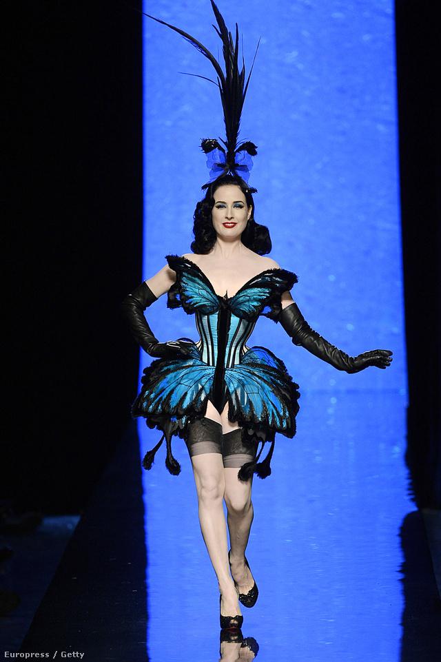 Dita Von Teese pillangóként nyitotta meg Jean Paul Gaultier showját.