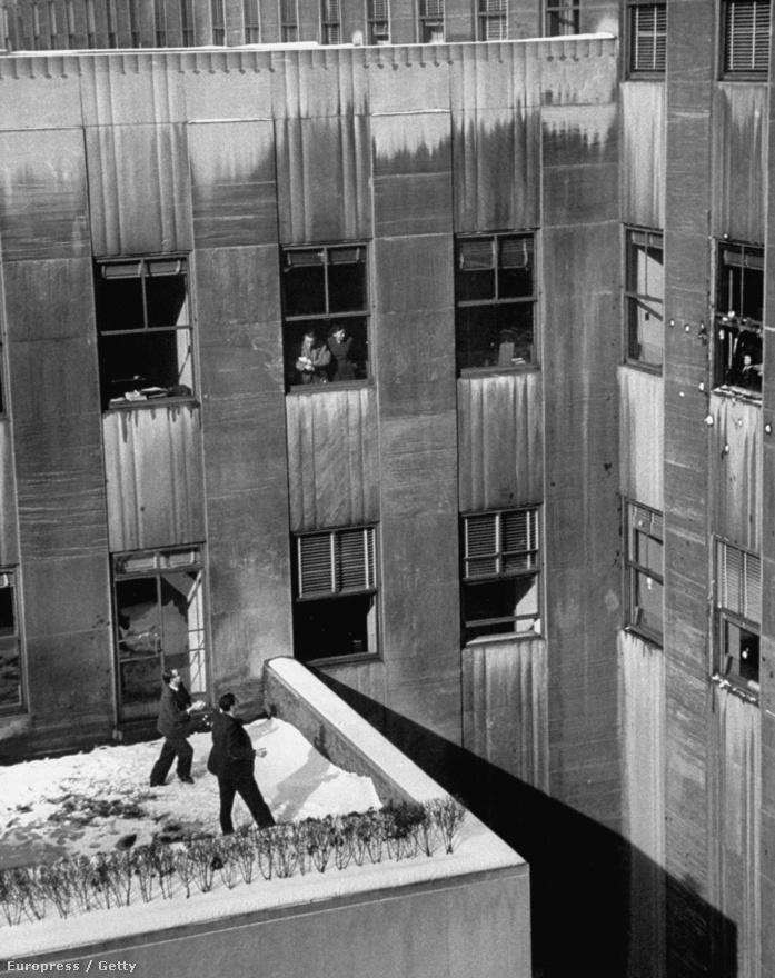 Hógolyózók  a Rockefeller Center tetején