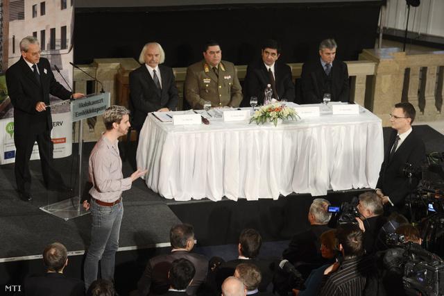 Gulyás Márton programon kívül szólalt fel a holokauszt nemzetközi emléknapján, 2014. január 27-én. A Krétakör ügyvezetője arra kérte Rétvári Bence államtitkárt, a kormány ne állítsa fel a Szabadság téri német megszállási emlékművet.