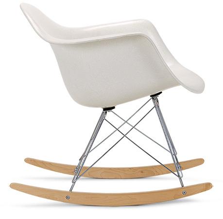 """A hintaló lábat kapott """"Shell Rocker"""" az Eames tervezőitől."""