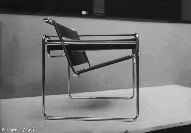 Breuer Lajos Marcell, vagy ahogy világon mindenütt ismerik, Marcel Breuer a Bauhaus mestere, 1925-től tervezett csővázas bútorokat és berendezési tárgyakat.