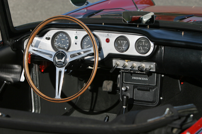 Now this is a real sportscar interior
