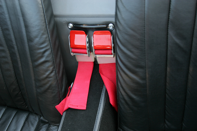 The seat belts were changed to red by the owner, he also painted the buckles