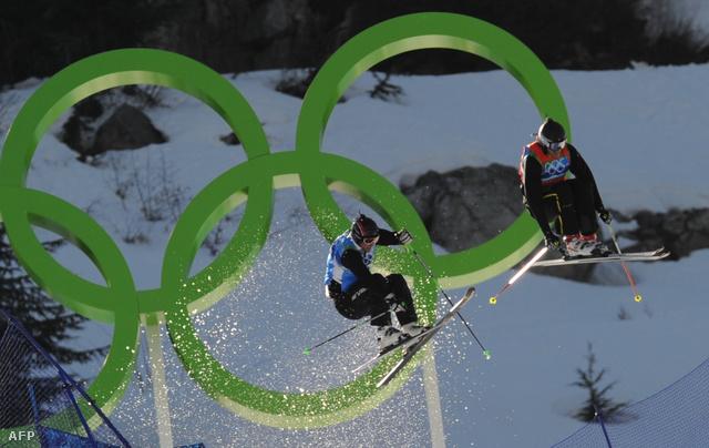 A vancouveri olimpián először versenyeztek síkrosszban