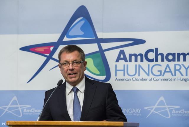 Matolcsy György a Magyar Nemzeti Bank elnöke beszédet mond az Amerikai Kereskedelmi Kamara üzleti fórumán, 2014. január 29-én.