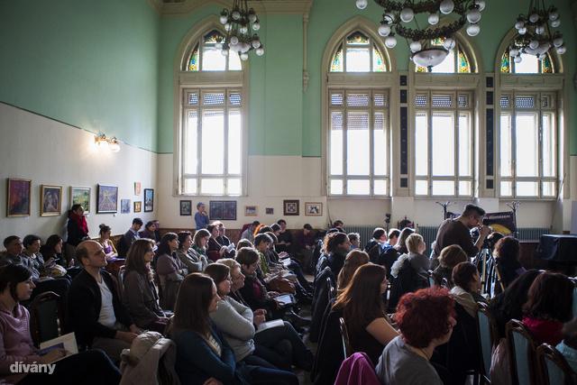 """""""Értsük meg egymást, roma nők a szülészeti ellátórendszerben"""" címmel rendezett konferenciát a Születésház alapítvány, Budapesten a VII.kerület Wesselényi utca 17 szám alatt található Erőművházban."""