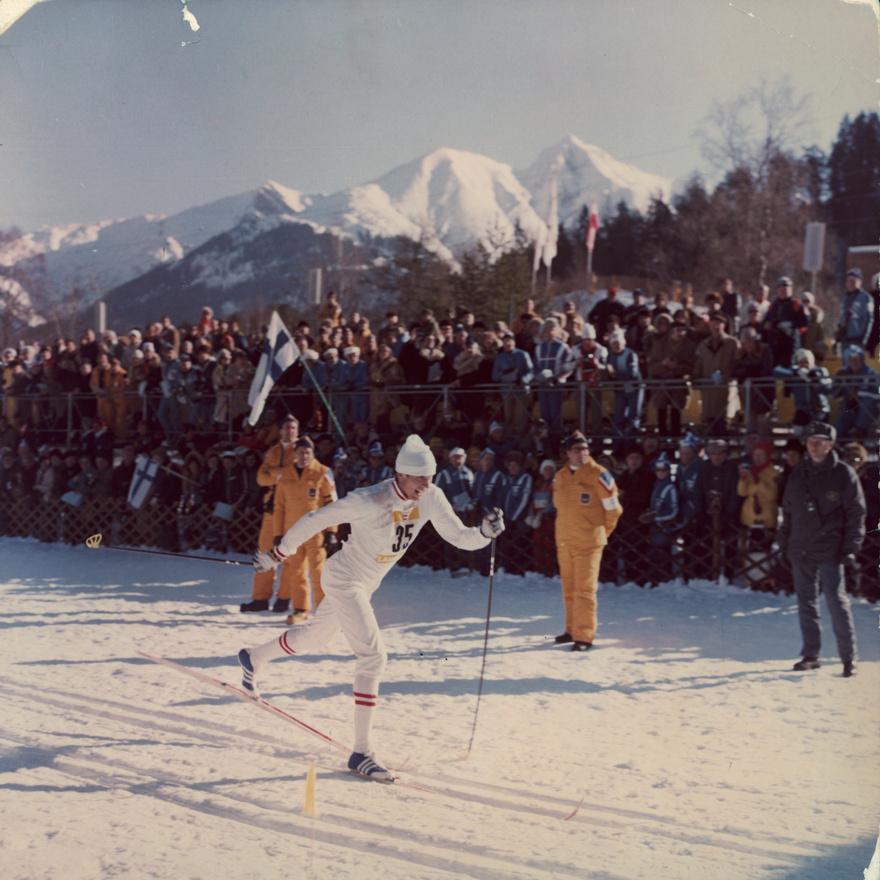 Az 1976-os innsbrucki olimpán a szovjetek taroltak, 27-t érmet nyertek, közte 13 aranyat. A sífutás hét számából négyet elvittek. A képen látható sífutó, Szergej Szaveljev 30 kilométeren olimpiai bajnok lett, majd a 4x10 kilométeres váltóban is szerzett egy bronzot.