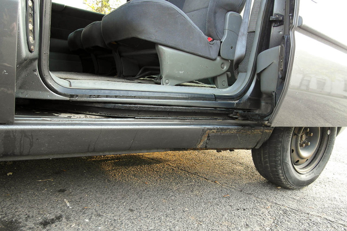 Double-check the rocker panel as well as the operation of the sliding doors before you make a purchase