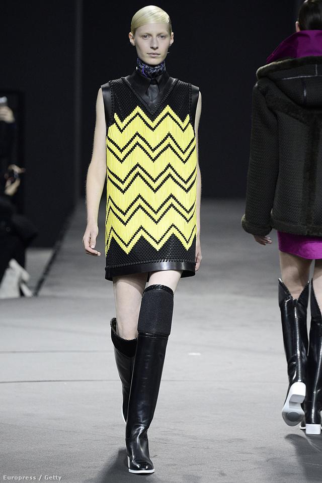 Az örökzöld A-vonalú mini sem jövőre fog kimenni a divatból.