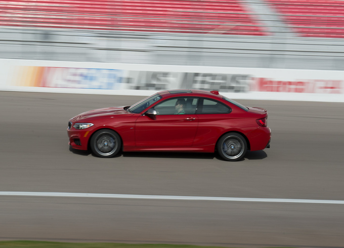 M235i on the horizontal section of the oval track