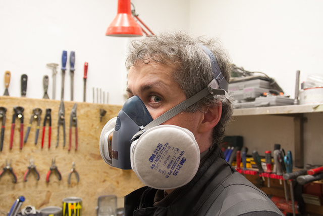Kötelező a profi maszk, ami megszűri a port és a gázokat