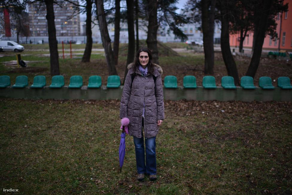 """Natasa Garic Humphrey (28), PhD hallgató az Egyesült Államokban. """"Apai ágon bosnyák vagyok, de tizenkét éve az Egyesült Államokban élek"""" - mondta Natasa. Mivel az USA-ban lakik, a saját sorsát nem befolyásolja, mégis szeretne segíteni, hogy jobb legyen az élet Bosznia-Hercegovinában. """"A politikusok mindent megkapnak, az emberek pedig nyomorognak, borzasztóak a vagyoni különbségek az országban"""" - tette hozzá."""
