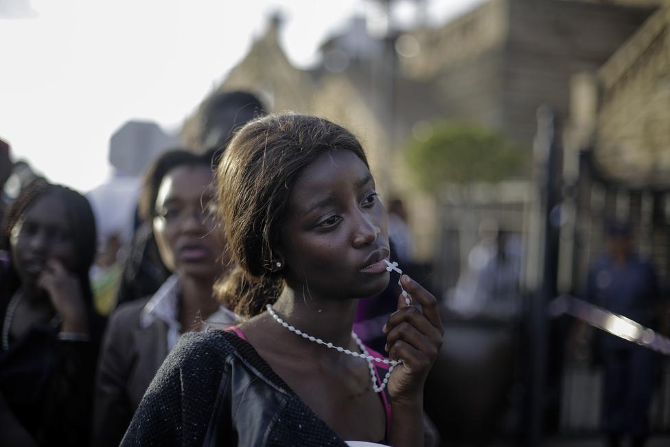 Emberek a hírekben – Első hely: Gyászolók Nelson Mandela temetésén.