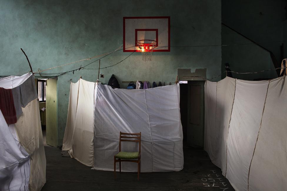 Hír kategória, sorozat – Első hely:                         800 Szíriai menekült él embertelen körülmények között egy bulgáriai menekülttáborban, ahol nem voltak felkészülve a fogadásukra.