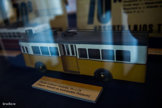 Az 1933-ban indult óbudai trolibusz modellje.