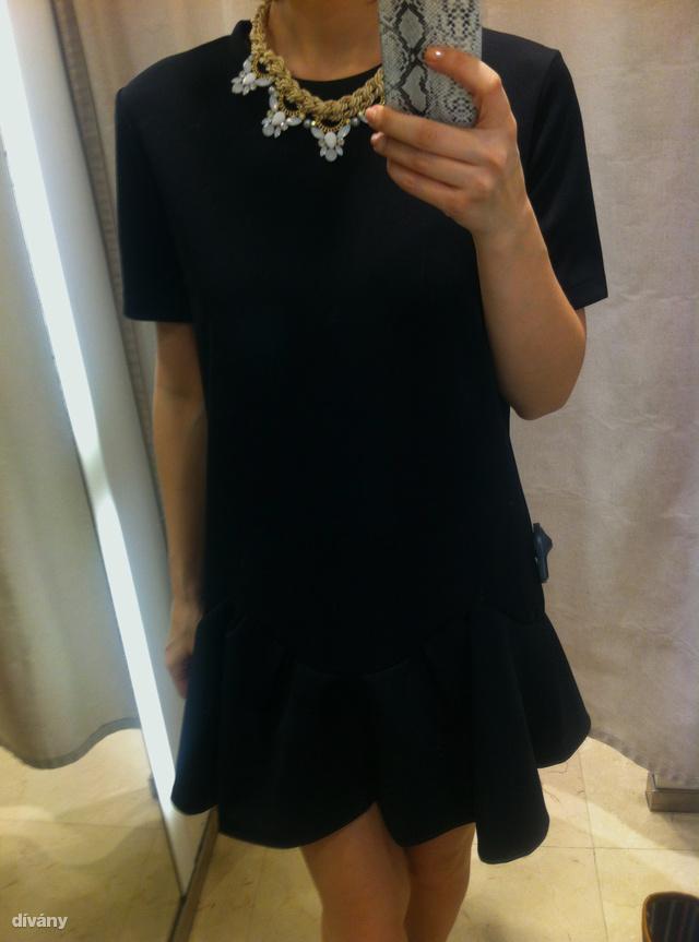 Zara: Egy kis fekete ruha itt most 9995 forintba kerül.