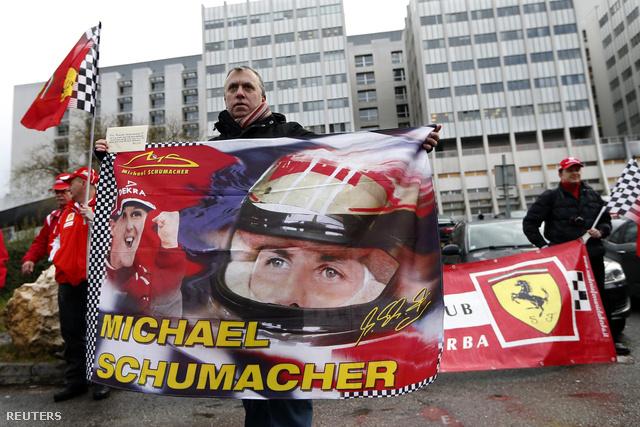 Michael Schumacher 45. születésnapján több mint 200 Ferrari rajongó jelent meg a Grenoble-i Egyetemi Kórház előtt, néma csendben tisztelegve.