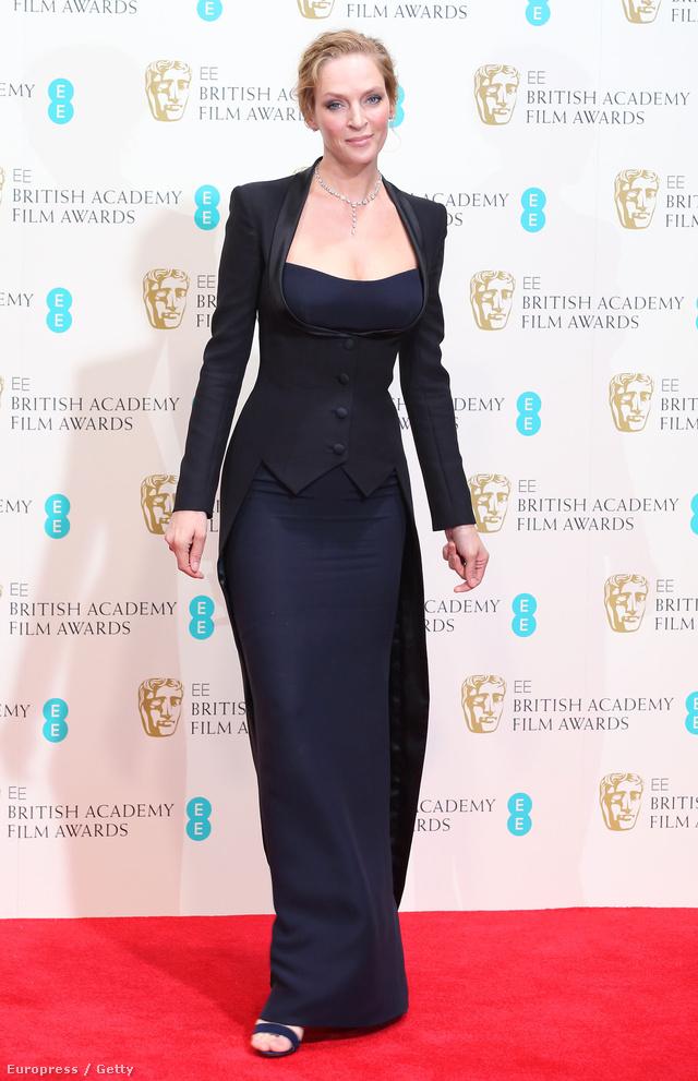 Például Uma Thurman, akinek Atelier Versace ruhája a boleró nélkül megszólalásig hasonlít Bailey-ére.
