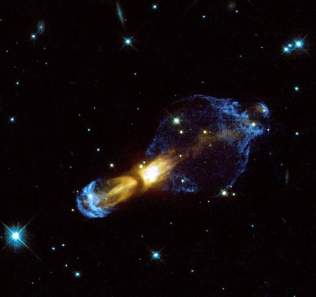 A Hubble-űrtávcső felvétele a Puppis csillagképben megfigyelhető, 5 ezer fényév távolságban található pre-planetáris Záptojás-ködről