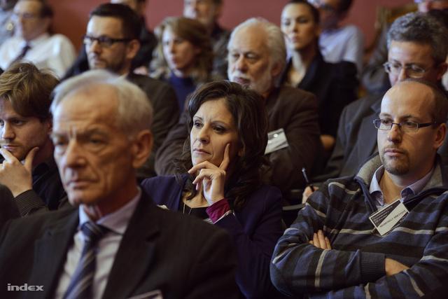 A hallgatóság soraiban Szél Bernadett
