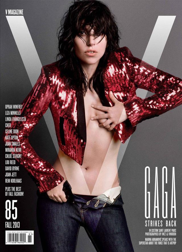 Lady Gaga a V Magazine elején látható a flitteres Saint Laurent zakóban.