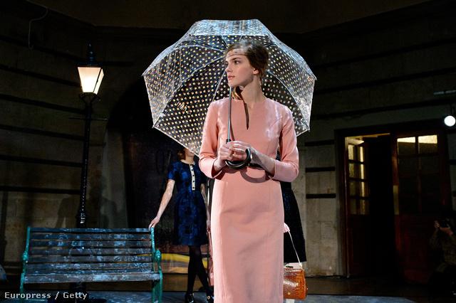 A héten Londonban a divathéten a hercegné két kedvenc tervezője – Orla Keily és Emilia Wickstead – bemutatta kollekcióját. Ez épp egy Orla Keily szett.
