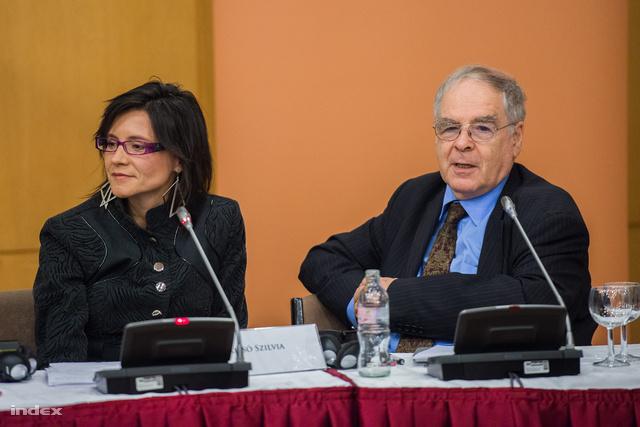 Krizsó Szilvia moderátor és Schöpflin György néppárti európai parlamenti képviselő