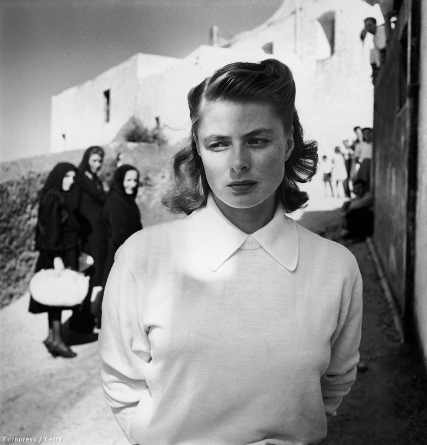 Ingrid Bergman az 1950-es Stromboli című olasz-amerikai film forgatásán, egy itáliai faluban. A helyi asszonyok ámulva bámulják  a Casablanca svéd sztárját.