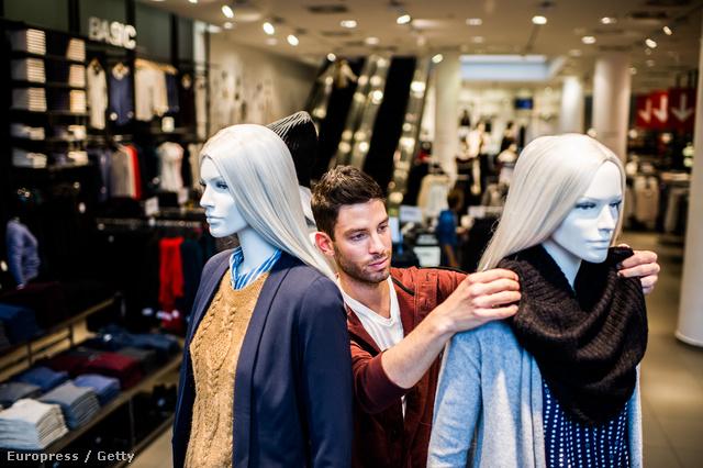 Téli kiárusítás egy budapesti bevásárlóközpontban