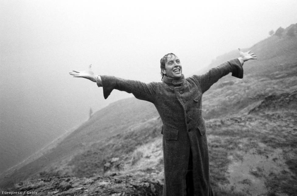 Richard E. Grant a Mi ketten című, állástalan színészekről szóló filmben. Murray Close imádta a filmet, a huszadik évfordulójára a Brit Filmintézettel közösen kiállította a filmhez készült képeket.