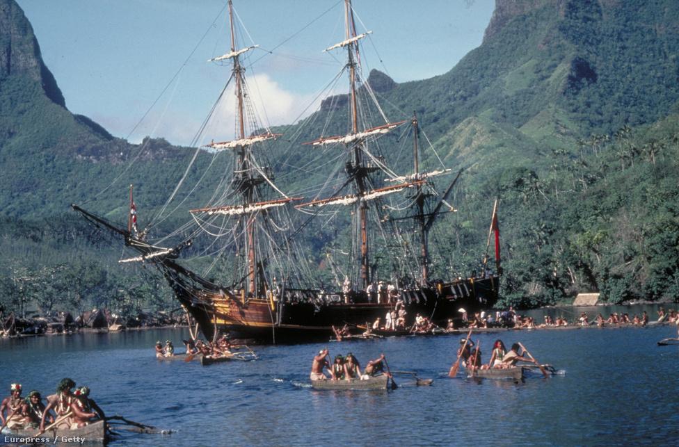 Jelenetfotó Mel Gibson és Athony Hopkins közös filmjéből, amin nem a sztárok, hanem a címadó hajó, a Bounty szerepel. A filmet Oscar-díjra ugyan nem jelölték, de versenyben volt a Cannes-i Filmfesztiválon.