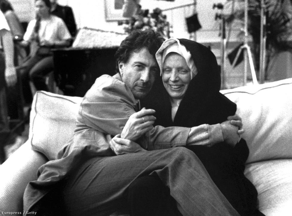 Dustin Hoffman az 1992-es Stephen Frears-film, a Mondvacsinált hős forgatásán. Hoffman ekkor már kétszeres Oscar-díjas színész, negyedik jelölését (Diploma előtt, Az éjféli cowboy, Lenny után a Kramer kontra Kramerért) váltotta először díjra 1980-ban, majd 1988-ban újra nyert az Esőemberért. Ez a filmet pedig mára mindenki elfelejtette.