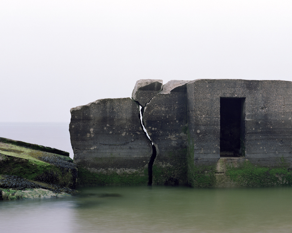 Wissant II,  Nord-Pas-De-Calais, Franciaország                         Az Atlanti fal franciaországi szakaszának leglátványosabb része még ma is várja a látogatókat, mármint azok a bunkerek, amiket nem mosott szét az óceán, nem rogytak meg az alóluk kimosott homok miatt, és amiket nem bontattak el a hatóságok a közvetlen életveszély miatt.