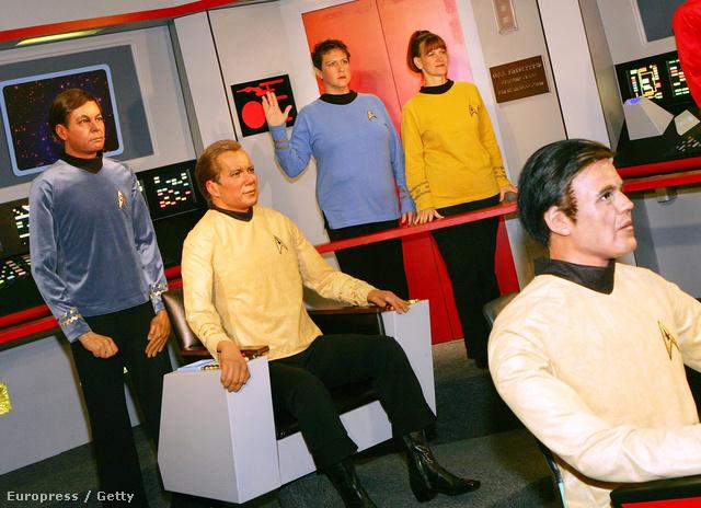 A tulipán forgószék mellett több, mint hatvan féle designbútor kapott még helyet a Star Trek:Csillagösvényben.