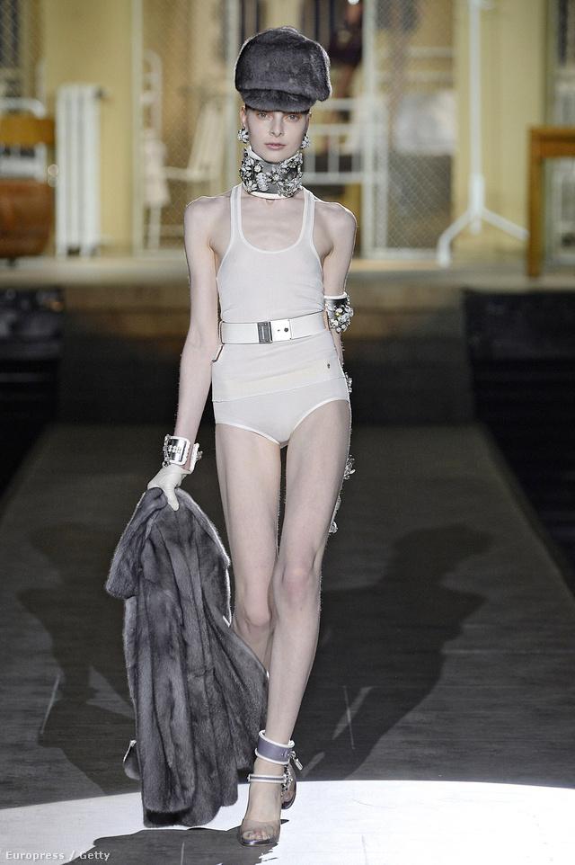 Egyrészes fürdőruhát terveztek a Dsquared2 designerei az őszre.