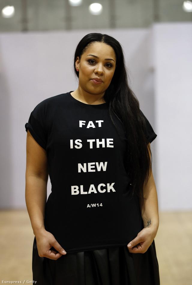 A rendezvény szlogenje pólóra nyomja. Állítólag a duciság az új fekete.