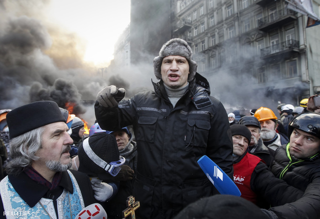 2014-01-23T112755Z 825617096 GM1EA1N1HZK01 RTRMADP 3 UKRAINE
